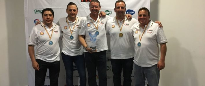 Campeones de España Embarcación fondeada por Equipos.
